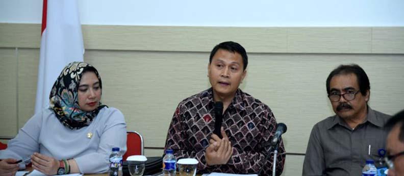 12_-_9_-_2018__Komisi_II_DPR_mendengarkan_masukan_RUU_Pertanahan_dari_warga_Bali.jpg
